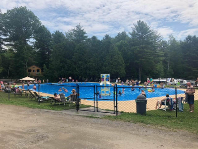 swimming pool at yonderhill jellystone park™ in maine